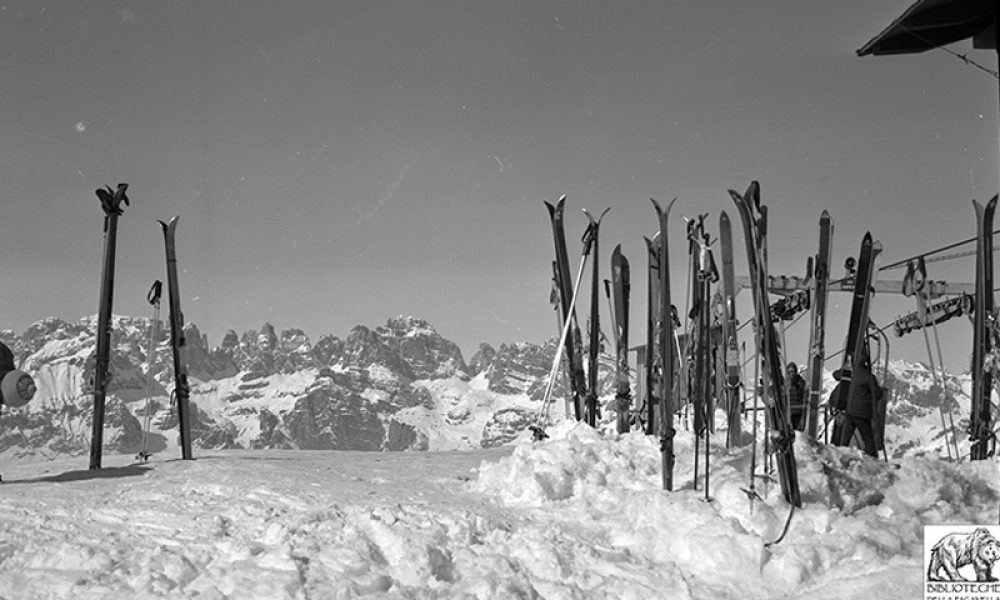 1970The skis of a few years ago certainly did not have the technical characteristics of today, but skiing was already a guaranteed fun, even during breaks at the refuge.