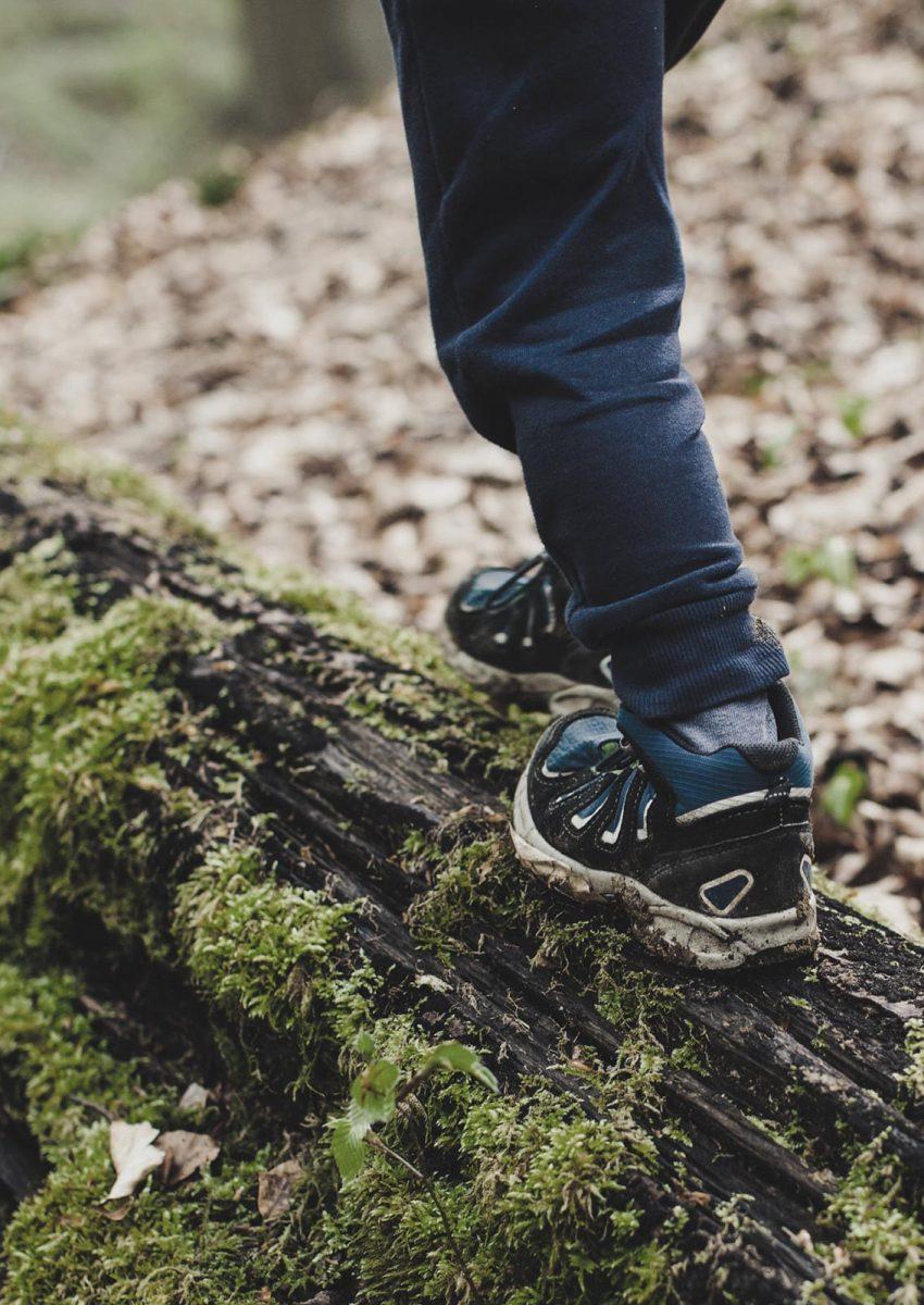bambino-correre-natura